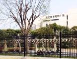 安装围栏圈公共绿地引居民强拆